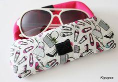 étui à lunettes fait main rose fuchsia féminin et glamour motifs escarpins  : Etuis, mini sacs par kipapee