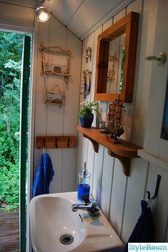 Nice nautical bathroom.  I love the hangers.  need these behind the door in spare bathroom upstairs.
