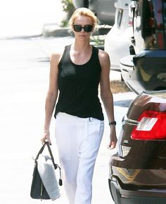 Charlize Theron, Sean Penn Breakup: Actress Cancels The Wedding - Sean Was Too Controlling For Independent Charlize!
