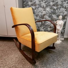 Vanha keinutuoli peruskorjattiin perinteisin menetelmin. Kangas upea keltainen Bolshoi-sametti Lauritzonilta. Accent Chairs, Furniture, Home Decor, Upholstered Chairs, Decoration Home, Room Decor, Home Furnishings, Home Interior Design, Home Decoration