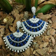 Brinco leque c/ zircônias azul safira.... luxo !!! TÂNIA SEMI-JÓIAS.... enviamos p/ td  Brasil ....