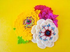 IKUKO FUJII: フェルトの花の髪留め