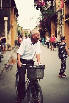 smile [EXPLORED] by Tee Bui, via Flickr  @Old Town Hoi An - Da Nang - Vietnam
