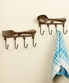 This Fork & Spoon Wall Hook Set is perfect for French Country Kitchen decorating  #frenchcountry