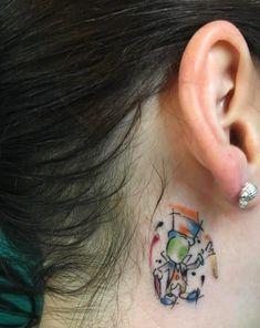 Ich habe ein Jiminy-Cricket-Tattoo, das mir ins Ohr flüstert und mich daran erinnert, immer auf mein Gewissen zu hören!—sarahmel