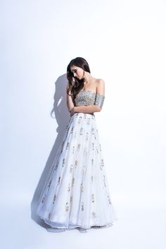 Indian Style Modern Embroidered Lehnga with Off Shoulder Blouse – Designers Outfits Collection Indian Wedding Outfits, Pakistani Outfits, Indian Outfits, Emo Outfits, Indian Attire, Indian Wear, Indian Style, Bride Indian, India Fashion