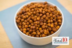 Dr oz- total 10 chili lime roasted chickpeas Dress up chickpeas with spices for a snack with an extra kick to it. Dog Food Recipes, Diet Recipes, Vegetarian Recipes, Snack Recipes, Cooking Recipes, Healthy Treats, Healthy Eating, Chili Lime, Easy Snacks