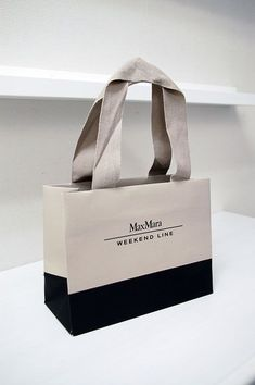Max Mara Weekend Line Shopping Bag Fashion Packaging, Luxury Packaging, Bag Packaging, Print Packaging, Jewelry Packaging, Fashion Branding, Cosmetic Packaging, Shopping Bag Design, Paper Shopping Bag