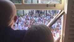#El acto de amor de más de 400 alumnos a su profesor con cáncer - TN.com.ar: TN.com.ar El acto de amor de más de 400 alumnos a su profesor…
