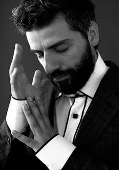Don't ask me why i love this shot of Oscar Isaac. I just do.