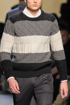 View all the detailed photos of the Kris Van Assche men's autumn (fall) / winter 2013 showing at Paris fashion week. Mens Fashion Sweaters, Knitwear Fashion, Mens Fashion Suits, Knit Jacket, Sweater Jacket, Men Sweater, Handgestrickte Pullover, Pullover Designs, Boys Sweaters