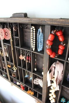 Old Letterpress Drawer make fantastic display areas for trinkets, jewelery etc. - Home Decor Diy Cheap Jewellery Storage, Jewellery Display, Jewelry Organization, Necklace Storage, Accessories Display, Necklace Display, Earring Display, Recycled Art, Repurposed