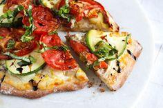 Garden Fresh Ricotta Pizzas via @rdkitchen zucchini and fresh tomatoes? YUM!