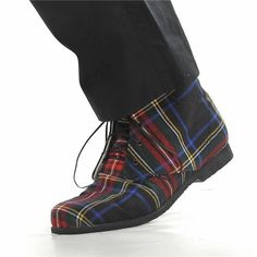 Men's tartan boots.  Oh these are really sharp!