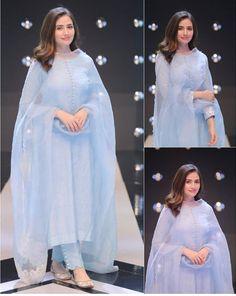 Pakistani Fashion Casual, Pakistani Dresses Casual, Indian Fashion Dresses, Dress Indian Style, Pakistani Dress Design, Indian Designer Outfits, Fashion Outfits, Pakistani Bridal, Indian Outfits