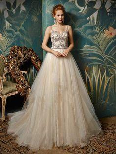 Lass es funkeln an deiner Hochzeit! Modernes Brautkleid von Enzoani. http://crusz.de/brautkleider Foto: Enzoani