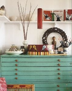 Home Office space. Love the Pop of Turquoise painted Vintage cabinet for Flat files/architectural plans/drawings/artwork,etc. Chest Of Drawers Design, Map Drawers, Green Drawers, Flat File Cabinet, Deco Studio, Flat Files, Buffets, Home Interior, Interior Ideas