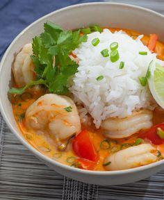 A classic Thai dish with bright flavors. Muy buena, ya la he hecho 2 veces, sólo le agrego un poco de caldo de pollo