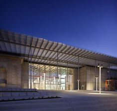 California Academy of Sciences by Renzo Piano. Front entrance