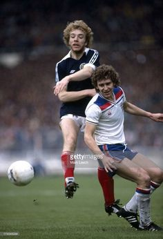 Home International Football England v Scotland Bryan Robson challenges Steve Archibald