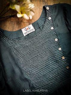Latest Kurta Designs, Salwar Neck Designs, Kurta Neck Design, Kurta Designs Women, Dress Neck Designs, Designs For Dresses, Blouse Designs, Kurti Embroidery Design, Embroidery Leaf