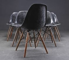 I got an unconditional love for Eames furnitures and especially the DSW chair