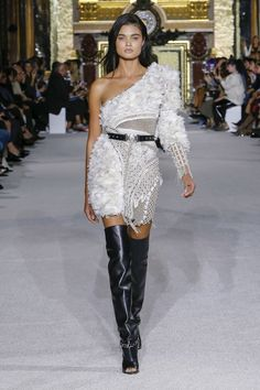 See the complete Balmain Spring 2018 Ready-to-Wear collection. * Click on the image for additional details. #LatestFashion