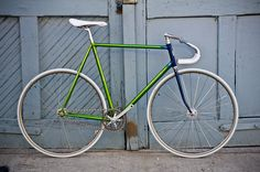 I want your fixie. Bicycle Paint Job, Bicycle Painting, Track Cycling, Cycling Art, Cycling Jerseys, Fixed Gear Bicycle, Track Bicycle, Bicycle Maintenance, Bikes For Sale