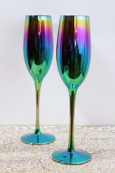 DESCRIPTION These iridescent champagne flutes are absolute magic! Glasses come in set of two. Botella Swell, Home Decor Furniture, Home Decor Bedroom, Rainbow Kitchen, Rainbow House, Champagne Flutes, House Made, Fine Wine, Room Themes