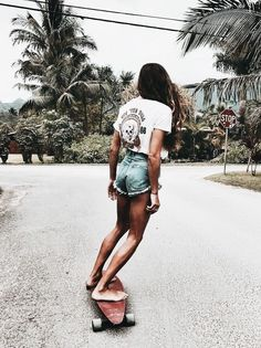 Today, skate dress is so commonplace in favorite society, that'd it are definitely targets for all to wear. Girls Skate, Surf Girls, Vans Girls, Shotting Photo, Ft Tumblr, Summer Outfits, Cute Outfits, Beach Outfits, Tokyo Street Fashion