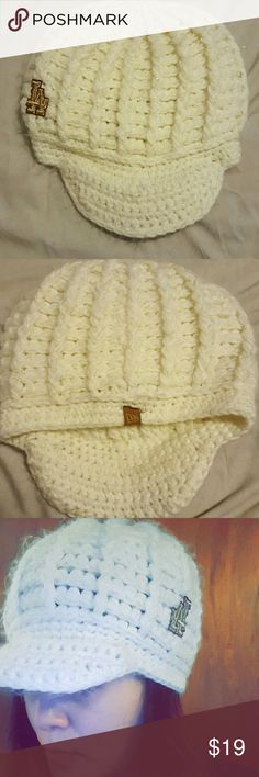 LA Dodgers Knit beanie La Dodgers hat. Its a cream white color. It has 895cfe77e117