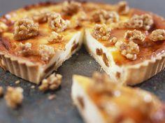 Käsekuchen mit Walnüssen | Zeit: 1 Std. 10 Min. | http://eatsmarter.de/rezepte/kaesekuchen-mit-walnuessen