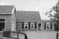 De Rijp. Lievelandsbuurt 3 begin jaren 1970. Midden op de foto het woonhuis van …