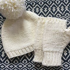 'On The Flip Side' Hat and Fingerless Gloves knitting pattern by Erin Gates