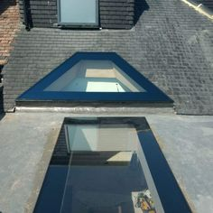 Lightwell & Lean-to Roofs · 1st Folding Sliding Doors House Extension Design, Roof Extension, Flat Roof Skylights, Skylight Design, Lean To Roof, Roof Lantern, Privacy Glass, Roof Light, Glass Roof