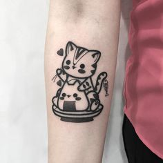cat onigiri kitty ✊ Done in Seoul . . . Hugo-tattooer.com Hugotattooer@gmail.com Sweet Tattoos, Cute Tattoos, Beautiful Tattoos, Line Art Tattoos, Tattoo Drawings, Body Art Tattoos, Hugo Tattooer, Delicate Flower Tattoo, Cute Cat Tattoo