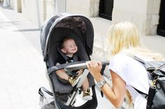 Keep the connection while strolling with Baby! Stokke Xplory stroller has a higher positioned seat, lifting your little one closest to you