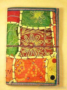 Journal intime / carnet de voyage jaune en papier artisanal 100 pages avec lien en coton - Motifs de patchwork en tissu - Artisanat équitable.
