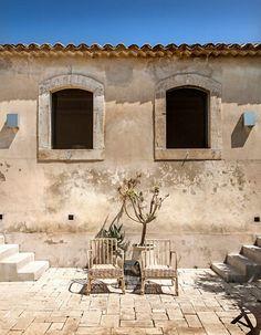 interni | © Mattia Aquila Rooftop Patio, Rooftop Bar, Outdoor Seating, Outdoor Decor, Simple House Design, Mediterranean Homes, Garden Pool, What A Wonderful World, Cool Rooms