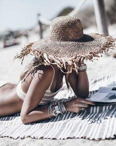 Beach Bum, Summer Beach, Lifestyle Photography, Photography Poses, Summer Feeling, Summer Vibes, Jolie Photo, Summer Photos, Photo Instagram