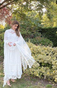 Pakistani White Dress, Pakistani Formal Dresses, Pakistani Dress Design, Pakistani Bridal, Pakistani Outfits, Indian Dresses, Indian Outfits, Beautiful Dress Designs, Beautiful White Dresses