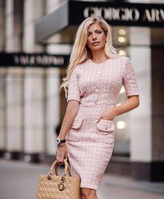 """685 curtidas, 23 comentários - Магазин Женской Одежды (@ingrosso_love) no Instagram: """"Шикарные платья из Твида Chanel Для работы и выхода в ресторан,Идеально для любого случаяУже в…"""""""