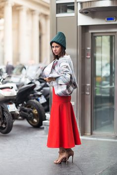 oh so good. #NatashaGoldenberg in Paris.A Meer zien? http://www.elle.nl/mode/fashionweekblog/Look-of-the-day-fashion-weeks-beste-dagoutfit