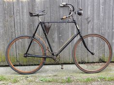 Velo Vintage, Vintage Bicycles, Old Bicycle, Bike Parts, Fixed Gear, Gears, Classic, Vehicles, Cycling