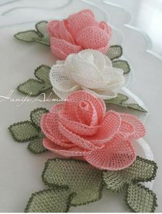 Cutwork Embroidery, Crochet Flowers, Table Runners, Tatting, Needlework, Dish Towels, Handmade Crafts, Embroidery, Dressmaking