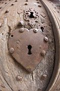 Image shared by Louise Snyman Brown. Find images and videos about heart, lock and keyhole on We Heart It - the app to get lost in what you love. I Love Heart, Key To My Heart, With All My Heart, Heart Art, Your Heart, Happy Heart, Old Doors, Windows And Doors, Door Knobs And Knockers