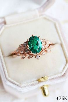 24 Sophisticated Vintage Engagement Rings To Prove Your Love ❤ Vintage engagement rings are perfect for stylish brides who want something truly unique and classy. We chose the best vintage engagement rings by popular jewelers. #ohsoperfectproposal #diamondrings #vintagerings #vintage #uniquevintagerings #vintageengagementrings #rosegoldrings #beautifulrings #emeraldring #ovalcutweddingring #floralring Bracelet Designs, Necklace Designs, Ring Designs, Wedding Rings Vintage, Wedding Rings For Women, Emerald Ring Vintage, Emerald Rings, Unique Vintage Rings, Gold Rings