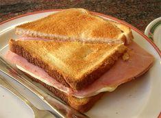 SANDWICH BIKINI...  de jamón y queso derretido a la plancha, jugoso, caliente, cortado diagonalmente