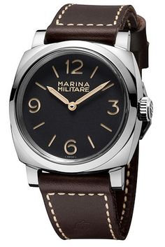 The 1940's 47 mm case of the #panerai Radiomir 1940 Marina Militare 3 Days Acciaio is the standard size for watches made for Navy commandos to be worn over their wet suits. #watchtime #luxurywatch #horology