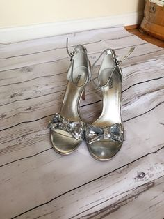100% Authentic Michael Kors knotted bow Sandal Women Sandals Silver  The perfect, wear-anywhere footwear / Michael Kors Antoinette Sandal the perfect addition to your chic summer look.  Condition: Like New without Box   Brand: Michael Kors  Material: Genuine Leather, Genuine Suede  Width: Medium  Footwear Heel/Lift Height : 4.25  Original retail $145